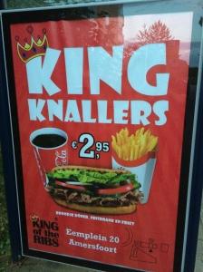 Een ongezonde maaltijd bestaande uit cola, friet en hamburger voor nog geen 3 euro... Voor een broodje gezond met spa ben je meer kwijt!